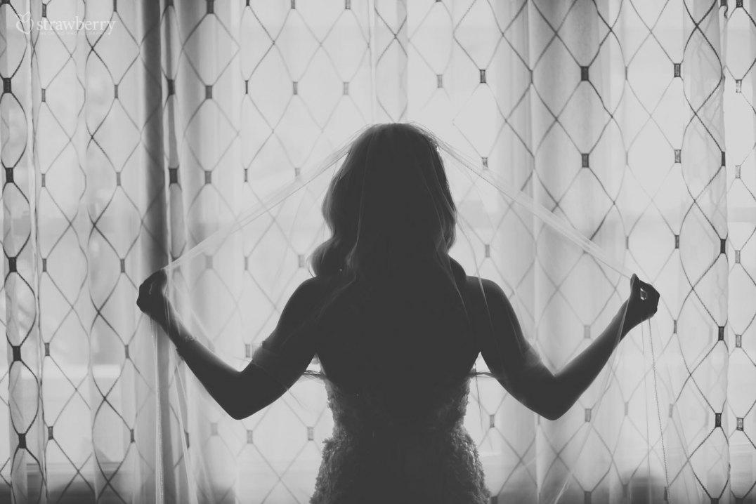 black-white-bride-window-veil.jpg