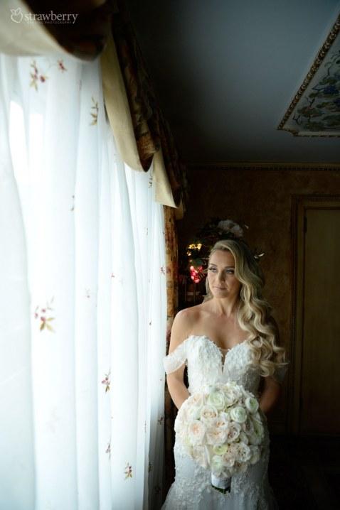bride-look-weeding-bouquet-hotel.jpg
