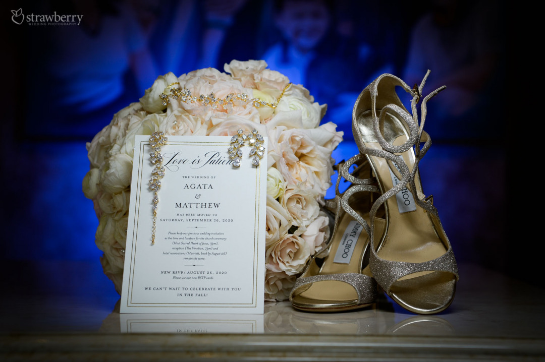 details-wedding-bouquet-card-gold-booties-jewelry.jpg