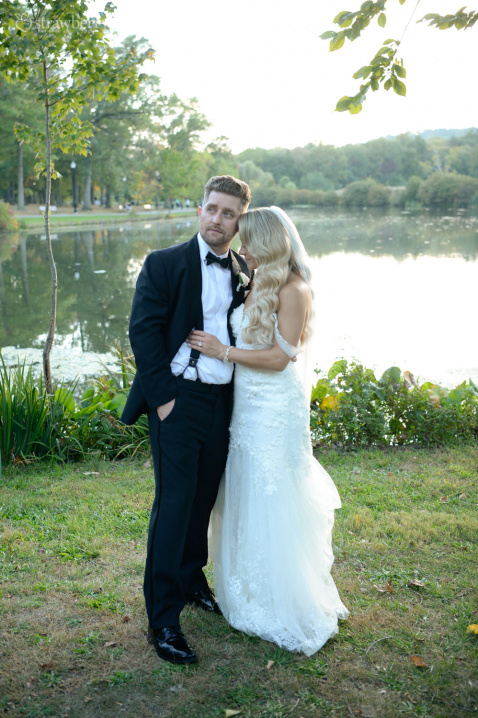 newlyweds-by-the-lake-nature-smile-2.jpg