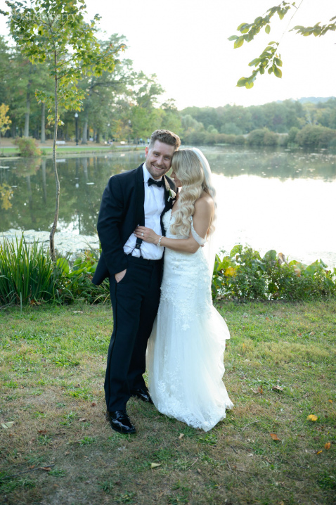 newlyweds-by-the-lake-nature-smile.jpg
