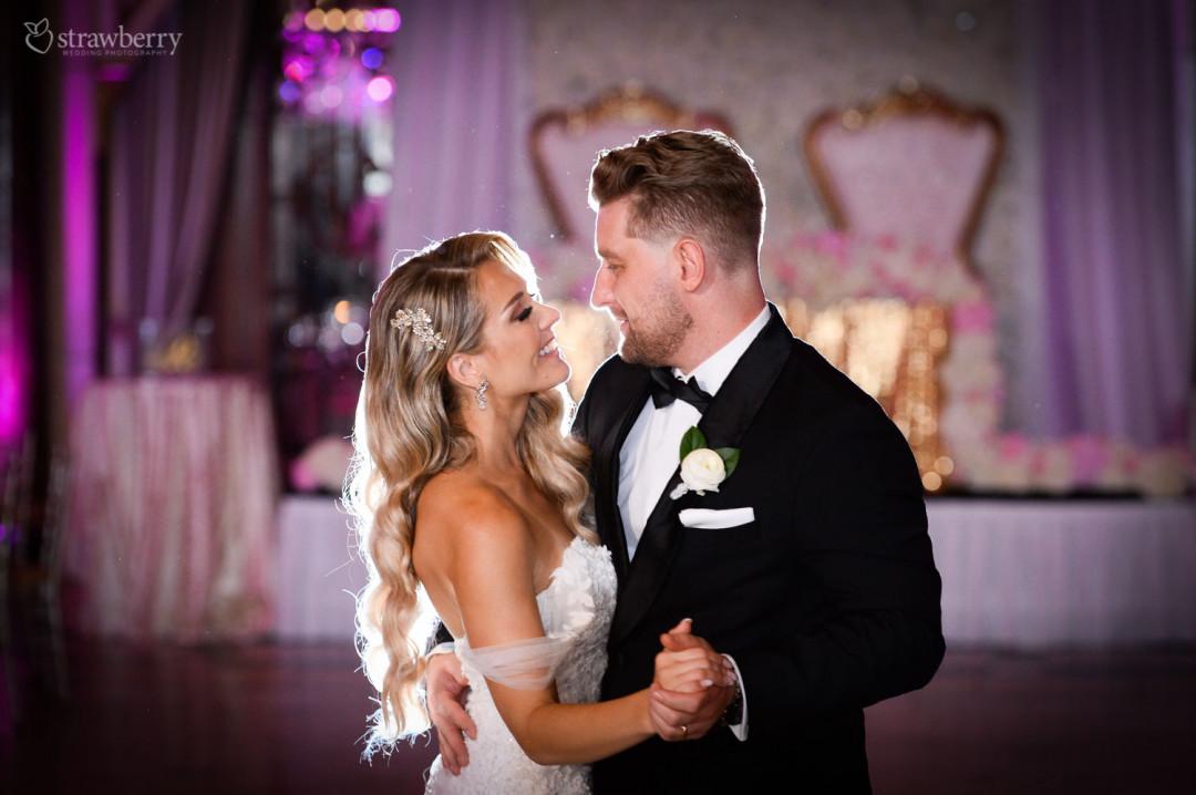 newlyweds-first-dance-hapiness-jewelry.jpg