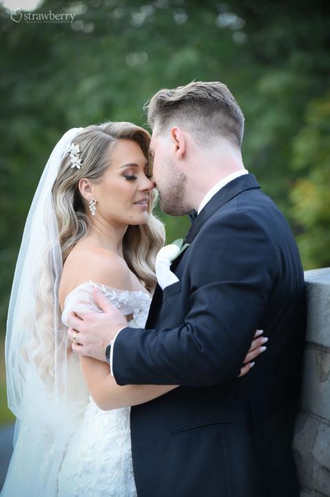 newlyweds-portrait-closeness-veil-jewelry.jpg