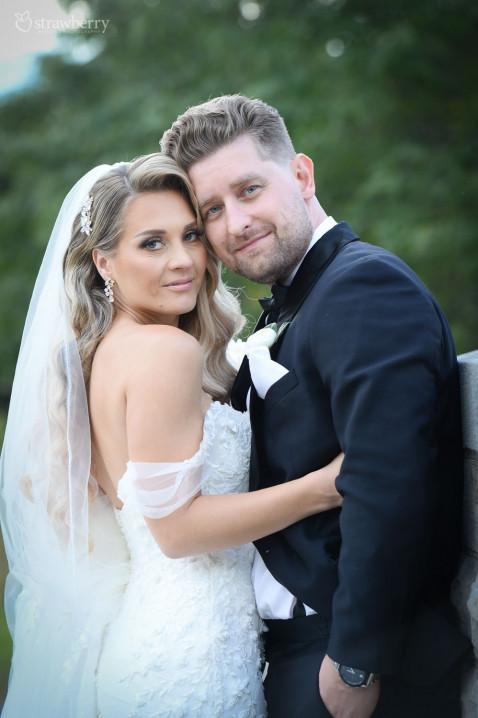 newlyweds-portrait-veil-jewelry.jpg
