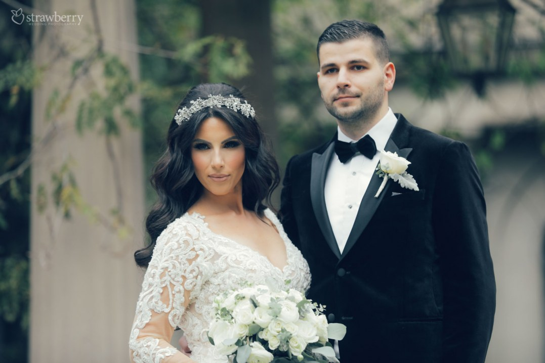 beautiful-couple-jewelry-wedding-dress-suit