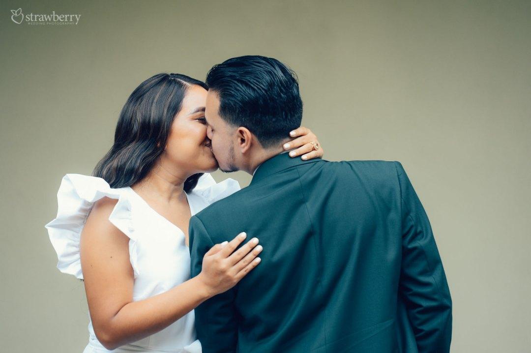 wedding-couple-kissing-together-2