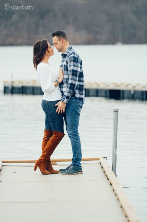 17-couple-pier-lake-love.jpg