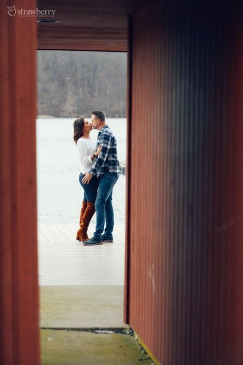 29-pair-lake-kiss-love.jpg