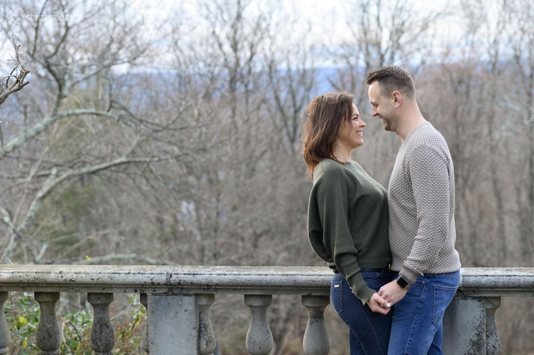 36-engaged-couple-hapiness-autumn.jpg