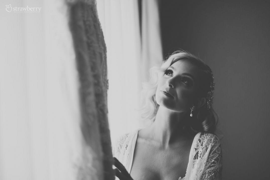 black-white-bride-preparation