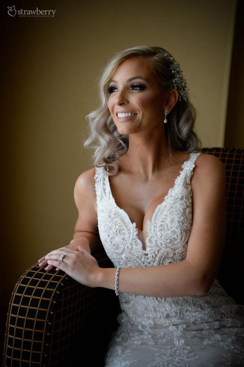 bride-look-smile-pearl-earrings-bracelet