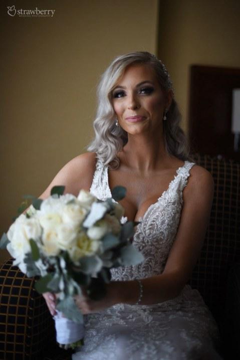 bride-preparation-wedding-bouquet-ring-close-up