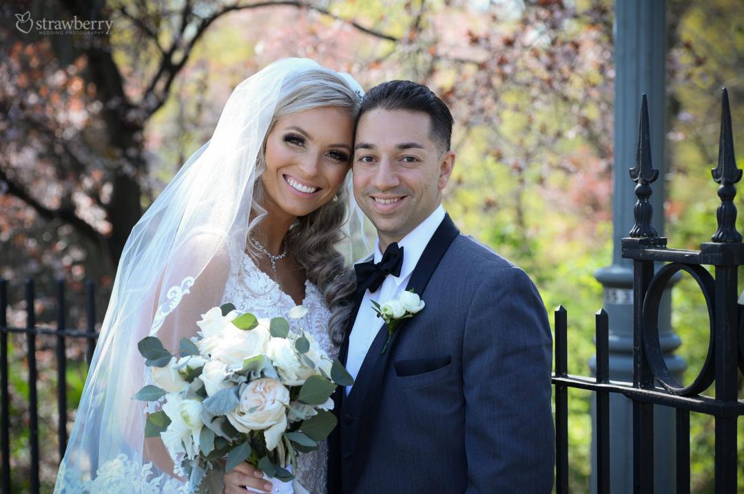 newlyweds-beautiful-scenery-spring-smile