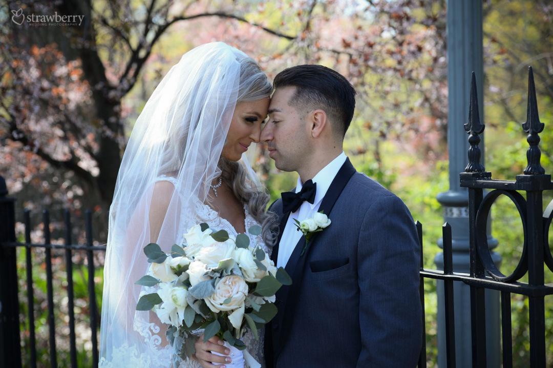 newlyweds-beautiful-scenery-spring-smile3