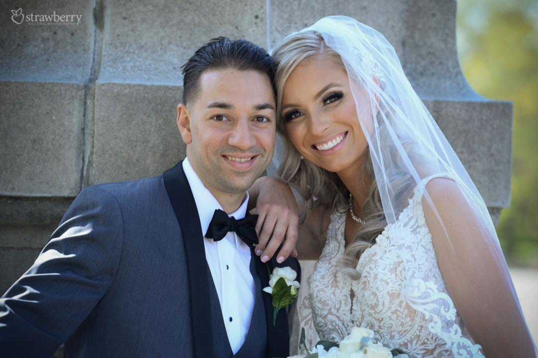 newlyweds-portrait-smile-veil-bowtie2