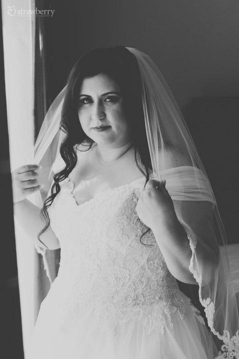 05-black-white-bride-look-veil.jpg