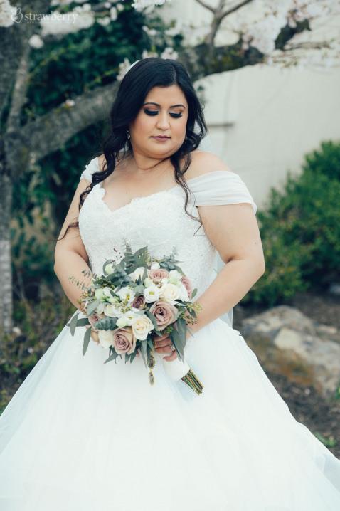 17-bride-look-wedding-dress-bouquet.jpg