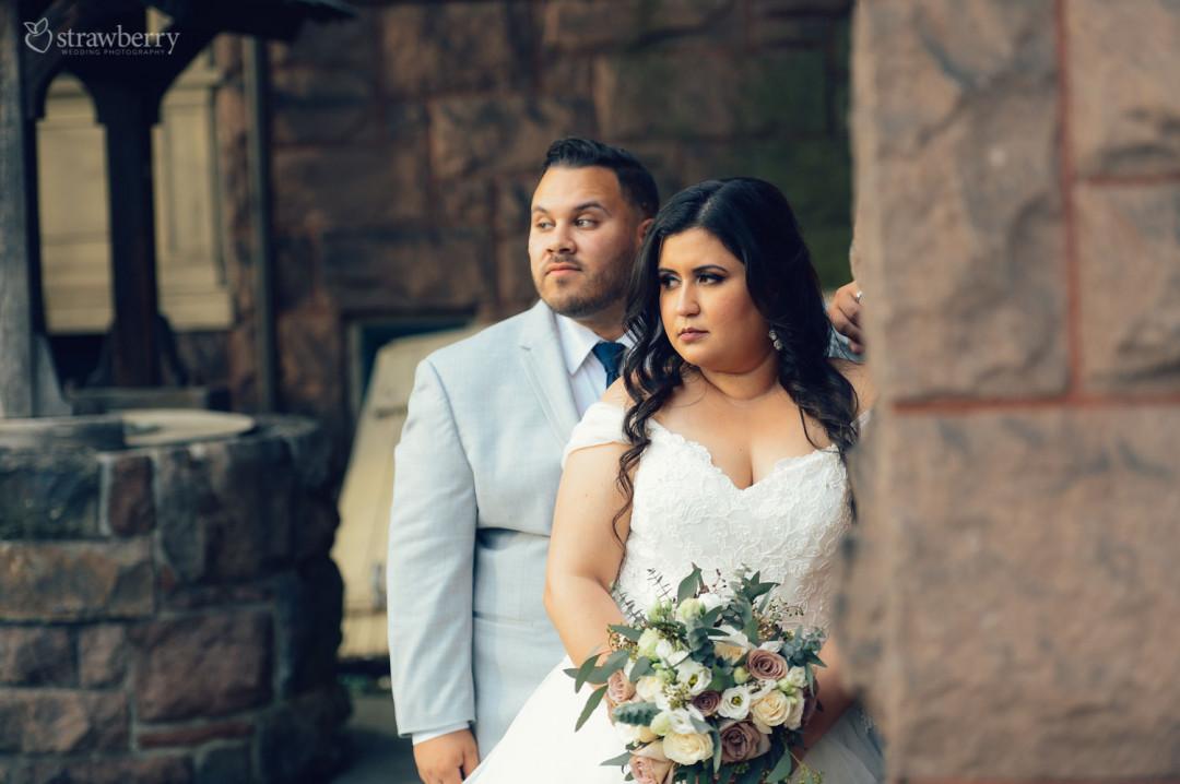 18-newlyweds-wedding-bouquet-bricks.jpg
