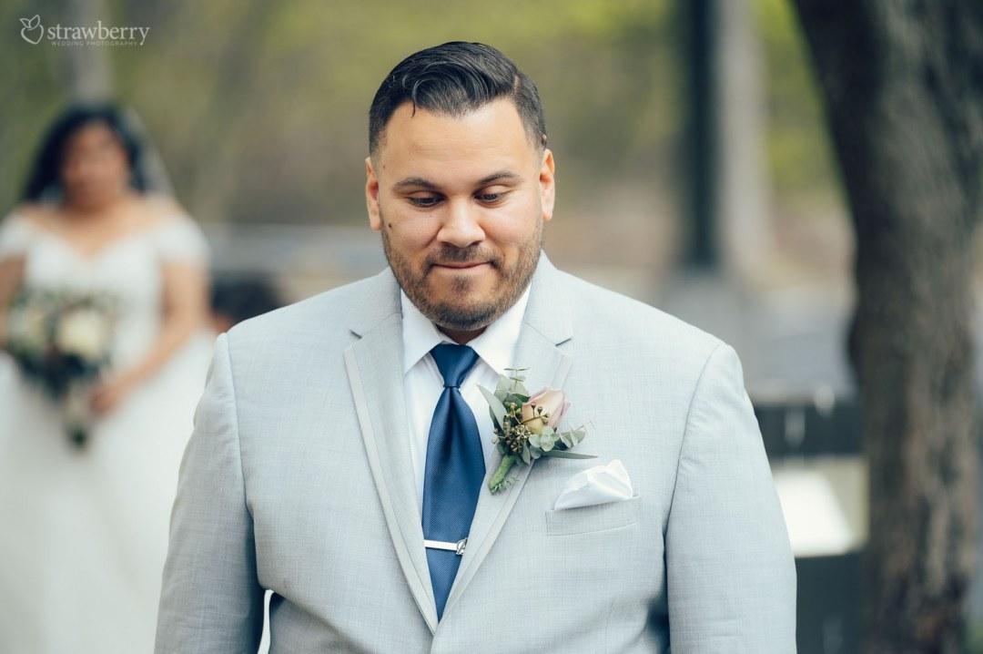 21-groom-first-look-buttonhole.jpg
