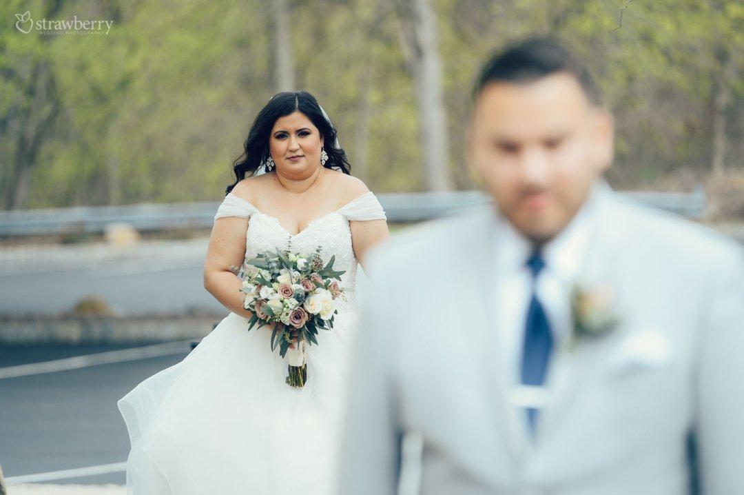 22-first-look-bride-wedding-bouquet.jpg