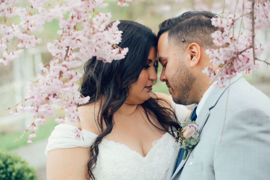 25-newlyweds-portrait-blossom-cherry-closeness.jpg