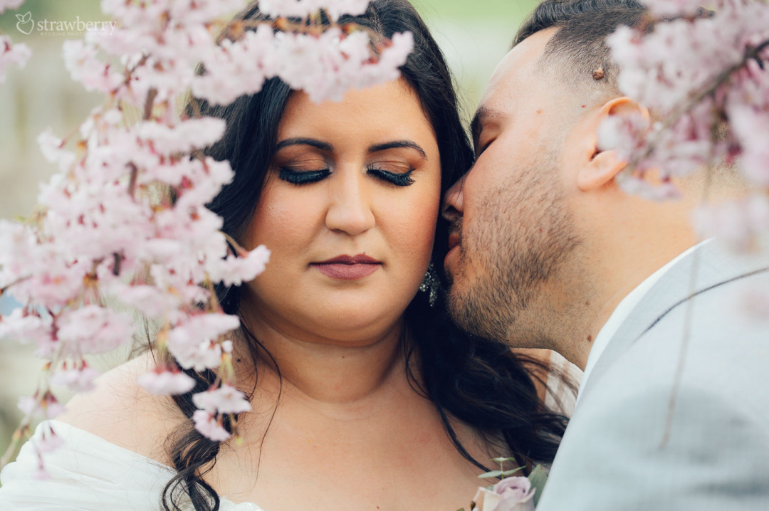 26-newlyweds-portrait-blossom-cherry-kiss-caress.jpg