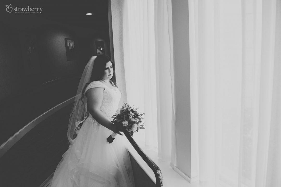 31-black-white-bride-veil-wedding-dress-waiting.jpg