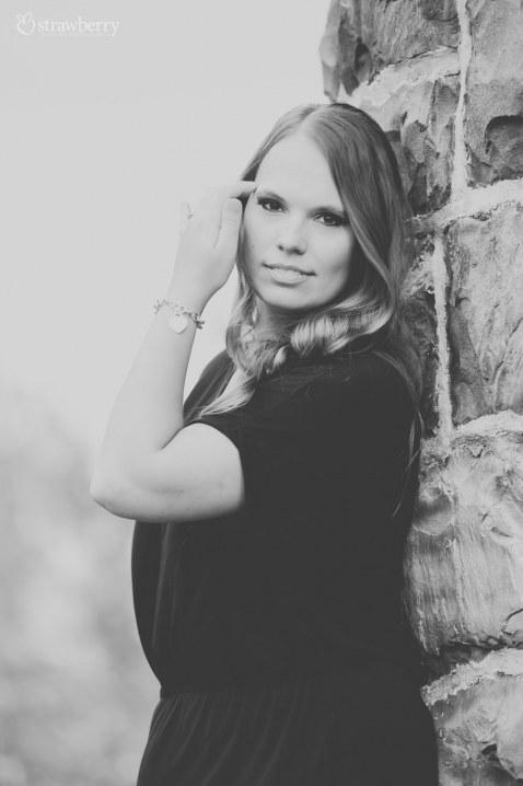 08-beautiful-woman-smile-bracelet-black-white.jpg