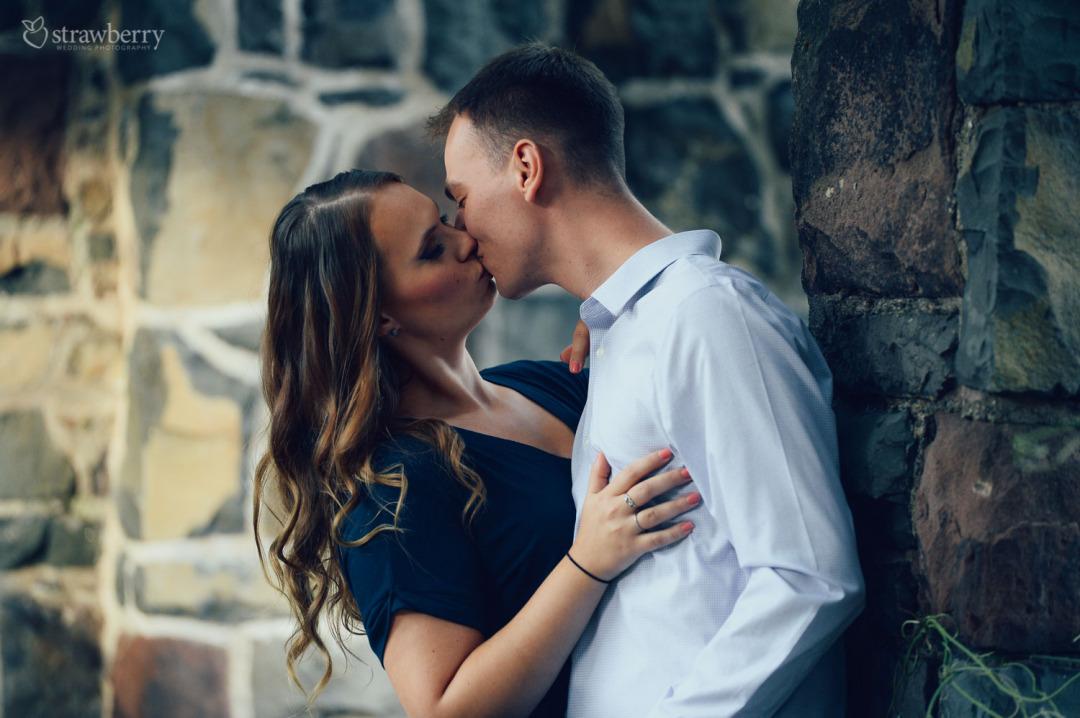 21-together-couple-kiss.jpg
