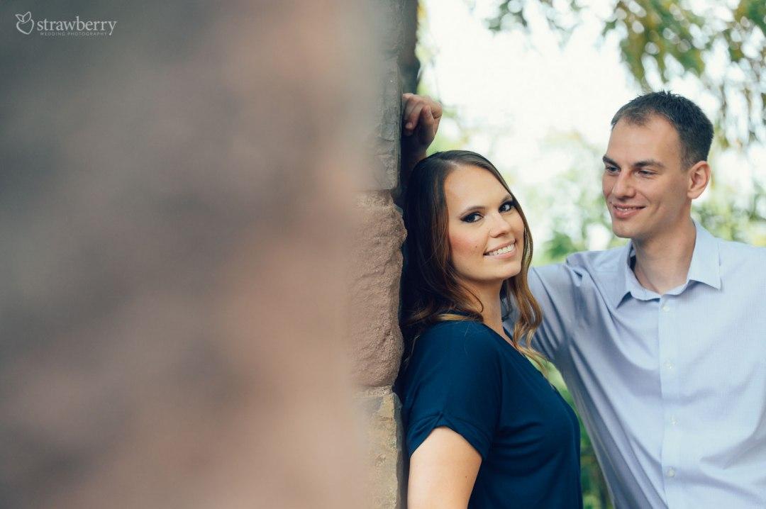 24-smile-look-couple-love-wall.jpg